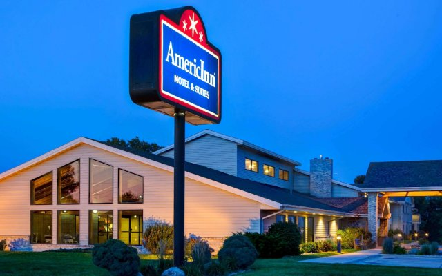 Отель AmericInn by Wyndham Iowa Falls вид на фасад