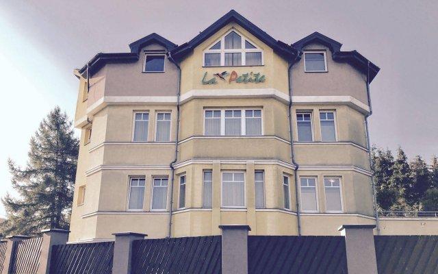 Отель La Petite B&B вид на фасад
