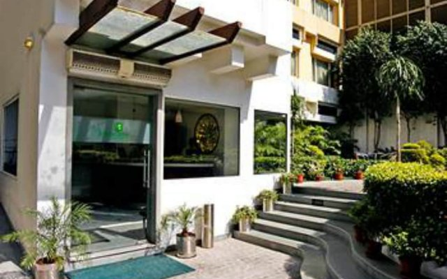 Lemon Tree Hotel, Udyog Vihar, Gurugram