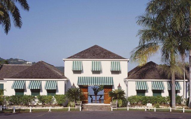 Round Hill Hotel & Villas вид на фасад