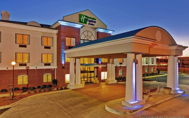 Holiday Inn Express Hotel & Suites MERIDIAN вид на фасад