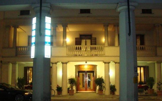 Отель La Loggia Италия, Местрино - отзывы, цены и фото номеров - забронировать отель La Loggia онлайн вид на фасад