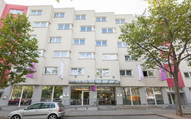 FourSide Hotel & Suites Vienna вид на фасад