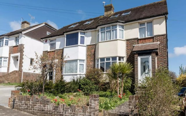 3 Bedroom House In Brighton With Garden