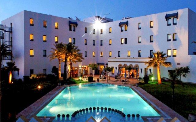 Отель Ibis budget Tanger Марокко, Медина Танжера - отзывы, цены и фото номеров - забронировать отель Ibis budget Tanger онлайн вид на фасад