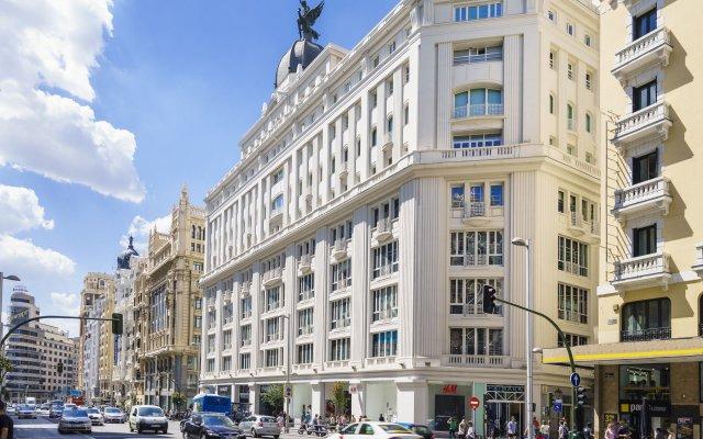 Отель The Walt Madrid вид на фасад