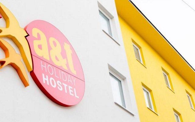 Отель a&t Holiday Hostel Австрия, Вена - 9 отзывов об отеле, цены и фото номеров - забронировать отель a&t Holiday Hostel онлайн вид на фасад
