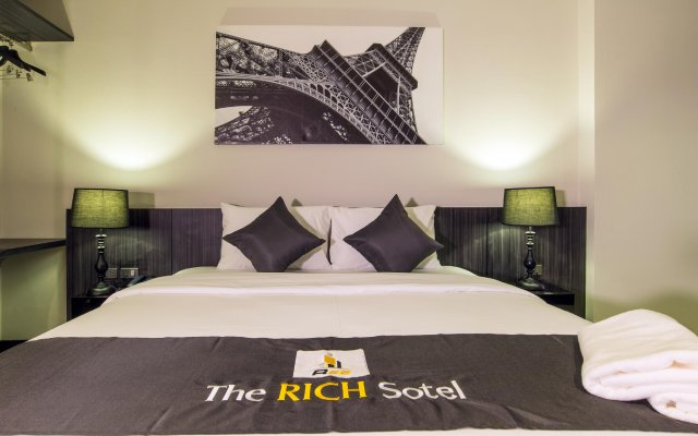 Отель The Rich Sotel вид на фасад
