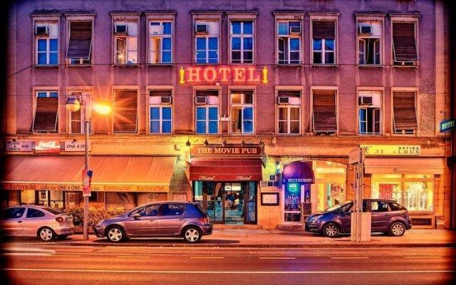 The Movie Hotel вид на фасад