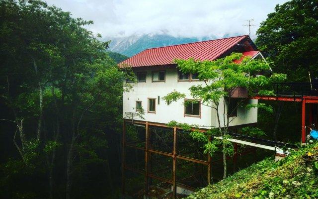 Отель Kamoshika Views Хакуба вид на фасад