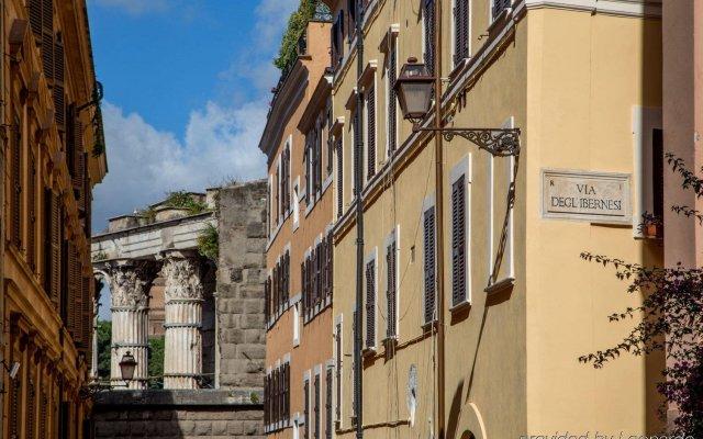 Отель The Inn At The Roman Forum Рим вид на фасад