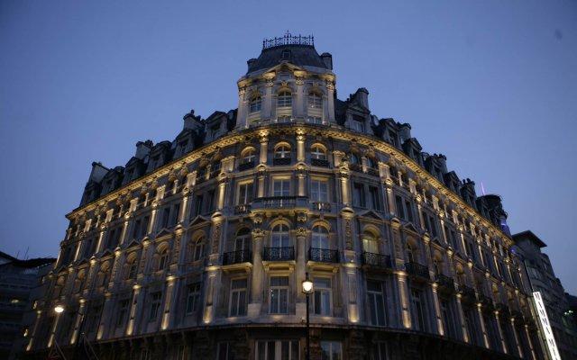 Отель Thistle Piccadilly вид на фасад