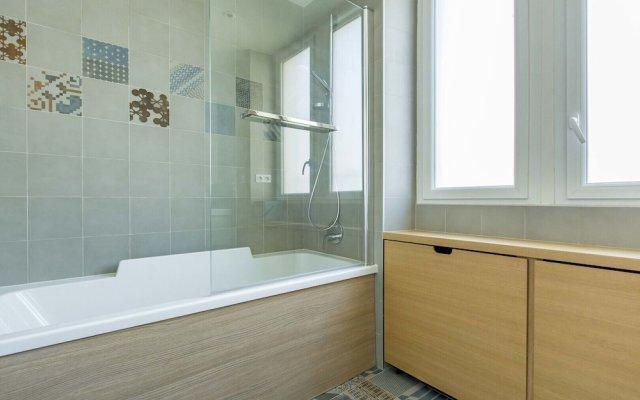 Отель Between the Beams Париж ванная