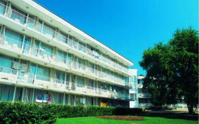 Отель Lora Болгария, Албена - отзывы, цены и фото номеров - забронировать отель Lora онлайн вид на фасад