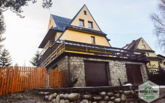 Отель Base Camp Zakopane Закопане вид на фасад