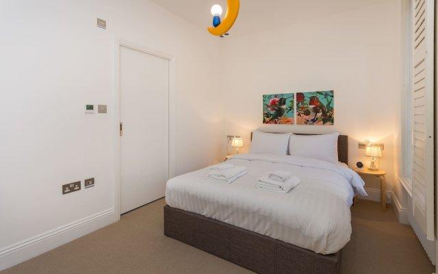 Отель Luxury Victorian 3Bed Home in Central London Лондон комната для гостей