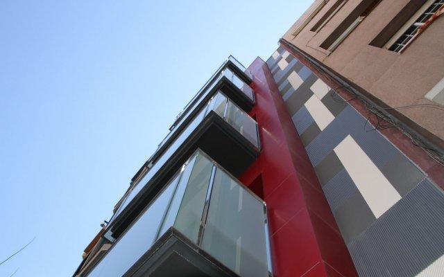 Отель Home To Home Барселона вид на фасад
