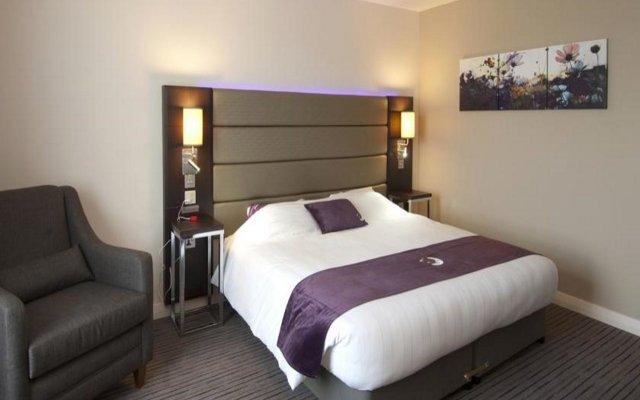 Отель Premier Inn Manchester - Cheadle комната для гостей
