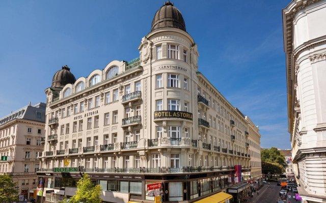 Austria Trend Hotel Astoria вид на фасад