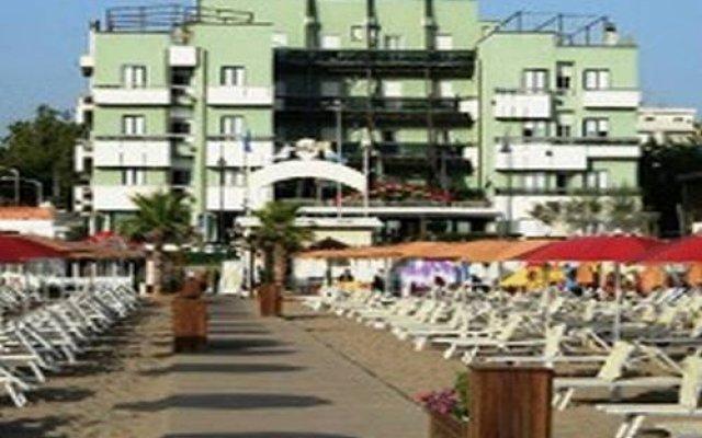 Hotel Executive La Fiorita пляж