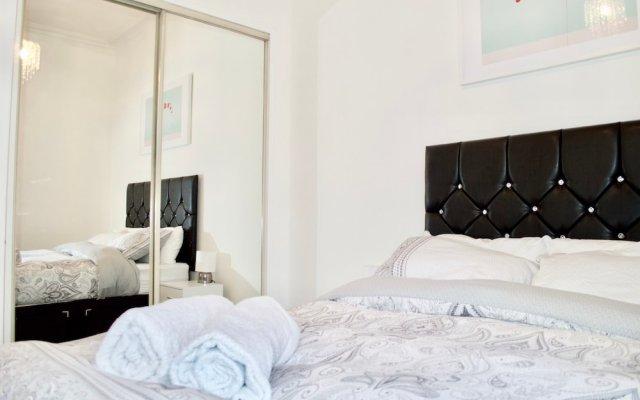Отель Bright And Modern 1 Bedroom Flat Великобритания, Эдинбург - отзывы, цены и фото номеров - забронировать отель Bright And Modern 1 Bedroom Flat онлайн комната для гостей