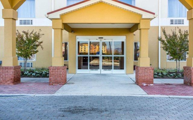 Отель Comfort Inn вид на фасад
