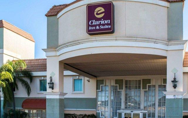 Отель Clarion Inn & Suites Clearwater вид на фасад