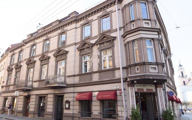Отель Vilnius Apartments & Suites Old Town Литва, Вильнюс - отзывы, цены и фото номеров - забронировать отель Vilnius Apartments & Suites Old Town онлайн вид на фасад
