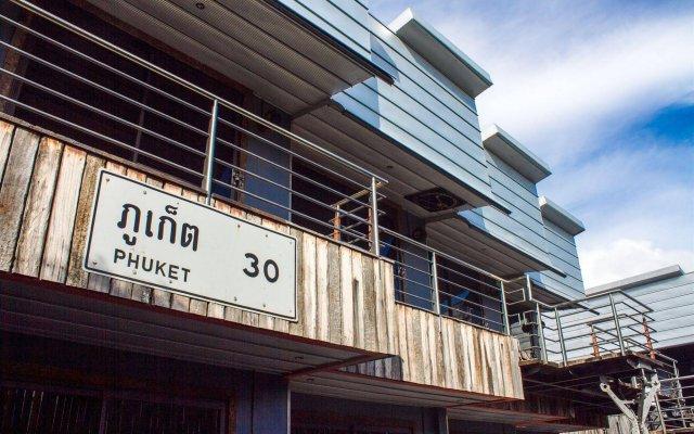 Nicky's Handlebar Hotel вид на фасад