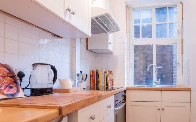 Апартаменты Studio in Fantastic Location Лондон в номере