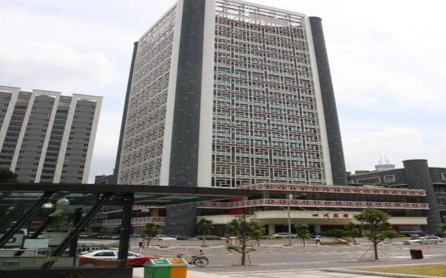 Shenzhen Sichuan Hotel Шэньчжэнь вид на фасад