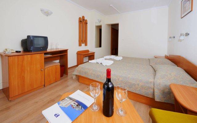 Отель Interhotel Pomorie Болгария, Поморие - 2 отзыва об отеле, цены и фото номеров - забронировать отель Interhotel Pomorie онлайн комната для гостей
