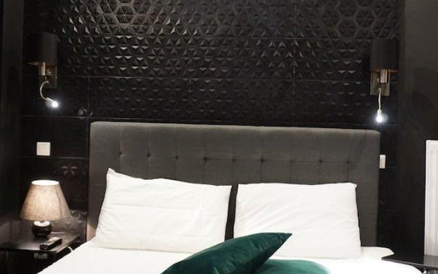 Апартаменты Exclusive Design Studio with Yard Афины комната для гостей
