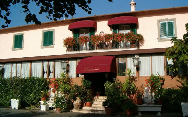 Отель Squarciarelli Италия, Гроттаферрата - отзывы, цены и фото номеров - забронировать отель Squarciarelli онлайн вид на фасад