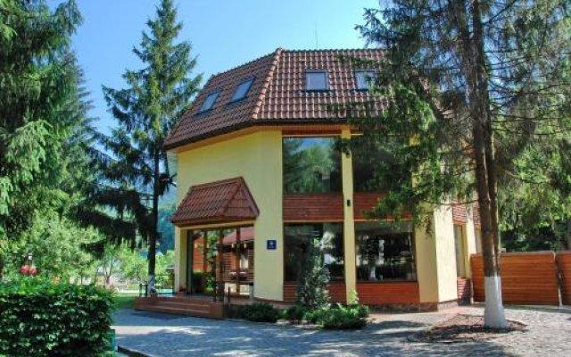 Гостиница Sanatoriy Karpatia Украина, Хуст - отзывы, цены и фото номеров - забронировать гостиницу Sanatoriy Karpatia онлайн вид на фасад