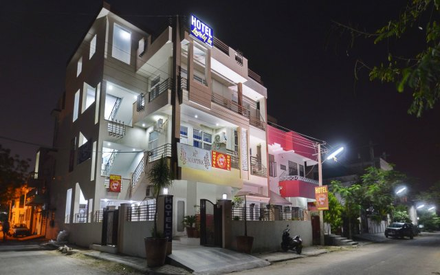 OYO 13083 Hotel Lovely Inn вид на фасад