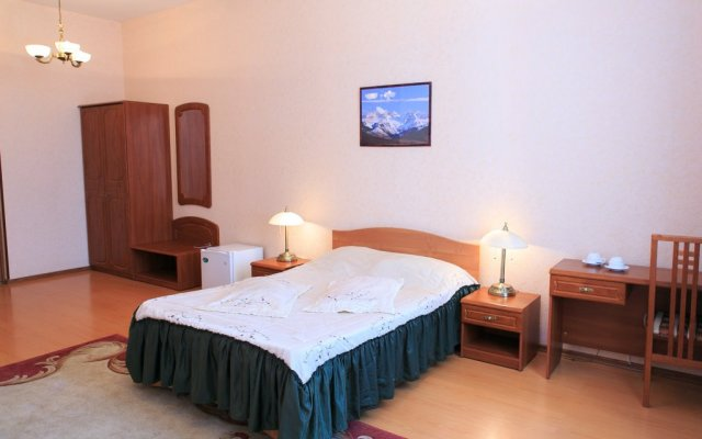Гостиница Complex Mir в Белгороде 6 отзывов об отеле, цены и фото номеров - забронировать гостиницу Complex Mir онлайн Белгород комната для гостей