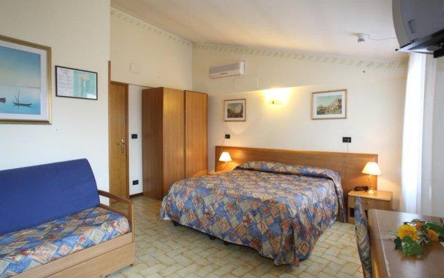 Отель Albergo Alla Campana Доло комната для гостей
