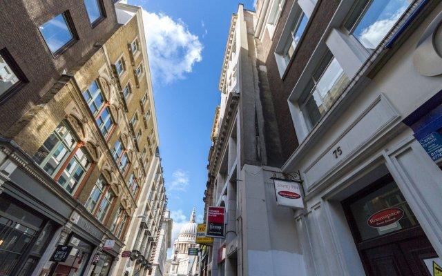 Отель Roomspace Apartments -Groveland Court Великобритания, Лондон - отзывы, цены и фото номеров - забронировать отель Roomspace Apartments -Groveland Court онлайн вид на фасад