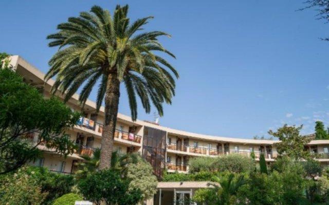 Отель Pierre and Vacances Les Palmiers вид на фасад