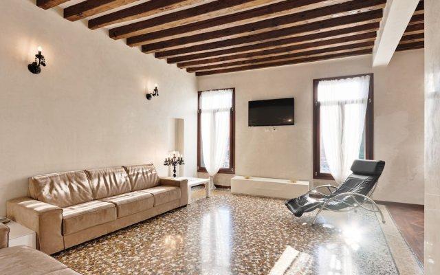 Rialto Bridge Romantic House
