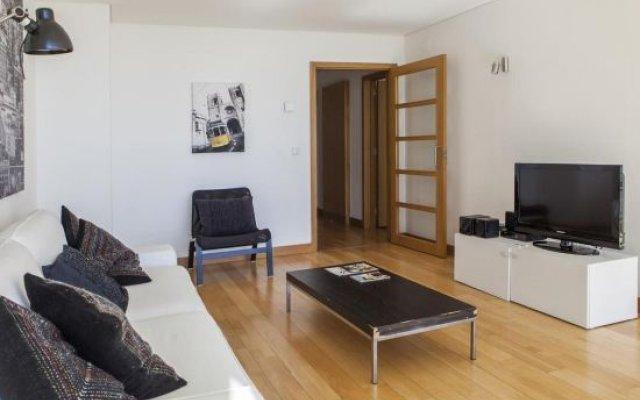 Rent4Rest Lisbon 17th Floor River View Apartment