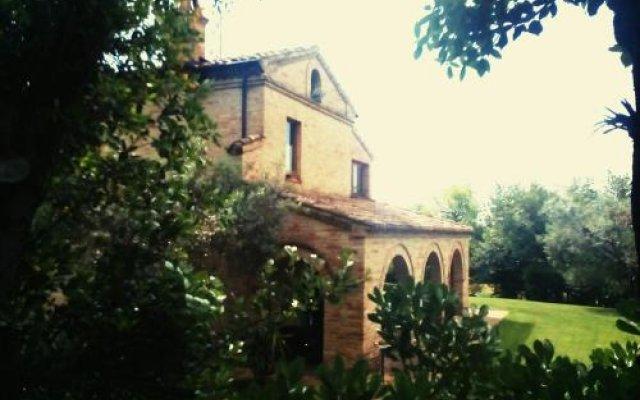 Отель B&B La Casa tra gli Ulivi Чивитанова-Марке вид на фасад