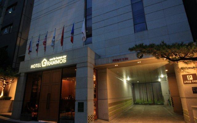 Grammos Hotel вид на фасад