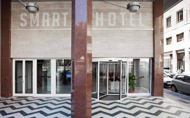 Smart Hotel Рим вид на фасад