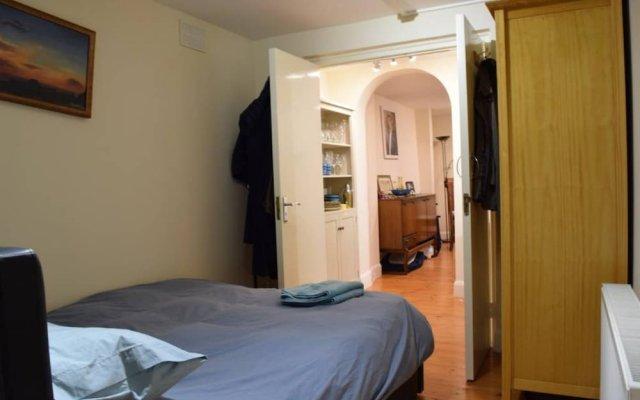 Апартаменты 1 Bedroom Apartment Near Holloway комната для гостей