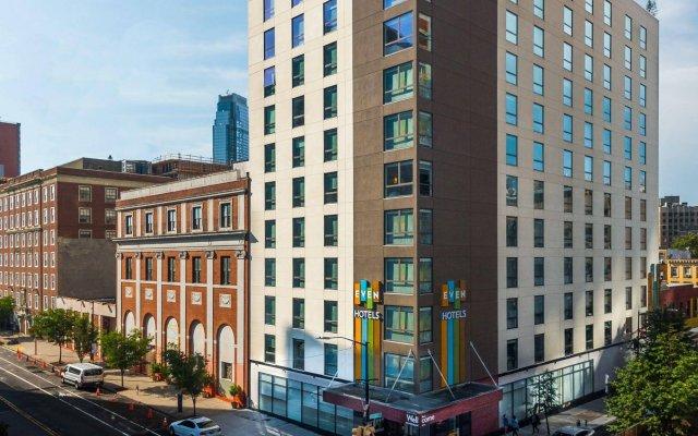 Отель Even Brooklyn Нью-Йорк вид на фасад