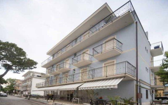 Отель Blue Sky Римини вид на фасад