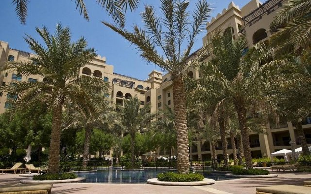 Отель Beach Residence, Palm Jumeirah вид на фасад