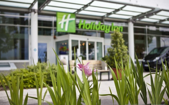 Отель Holiday Inn Berlin Airport - Conference Centre вид на фасад